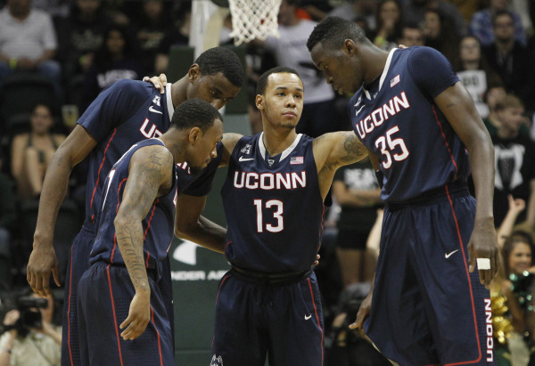 Shabazz Napier rallies teammates | Kim Klement-USA TODAY Sports