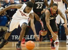 Daniel Hamilton goes for a loose ball (Gregory Fisher / USA TODAY Sports)